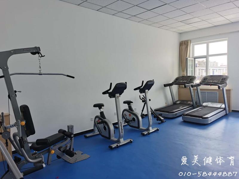某单位健身房